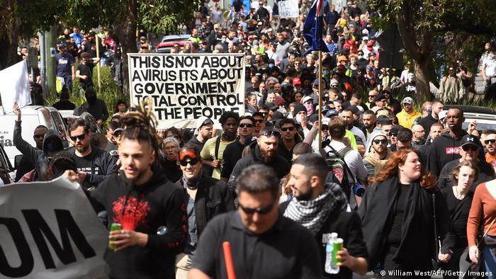 Учасники та учасниці протесту у Мельбурні