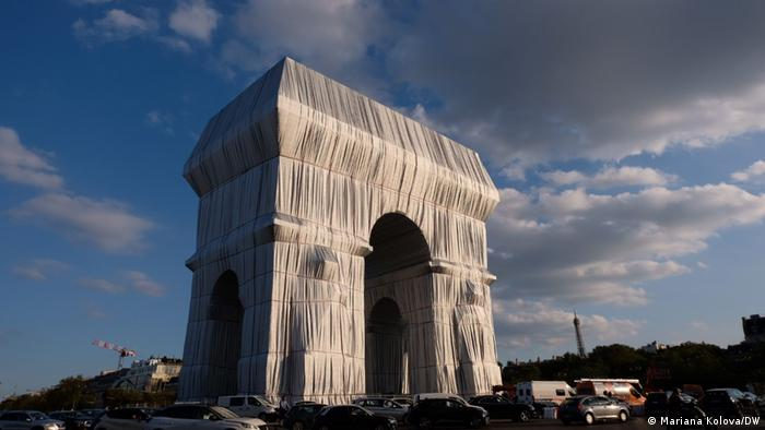 Опакованата Триумфална арка в Париж