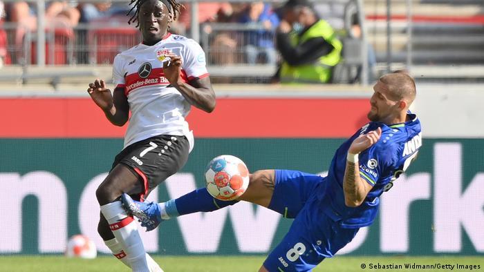 Fußball Bundesliga | VfB Stuttgart vs Bayer 04 Leverkusen | Rote Karte Andrich