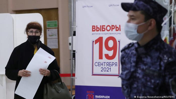 Голосование на одном из избирательных участков Москвы (19 сентября 2021 года)