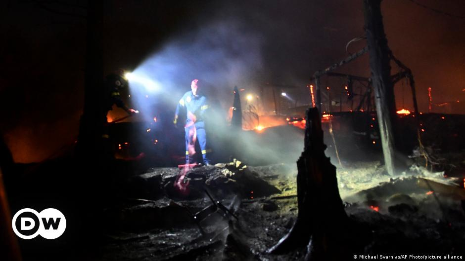 Greece: Major fire breaks out at soon-to-be-closed migrant camp
