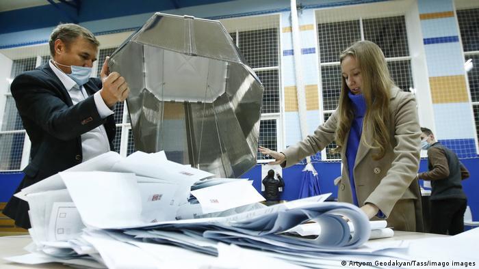 Rusya'da yapılan parlamento seçimleri sonrasındaki oy sayımı