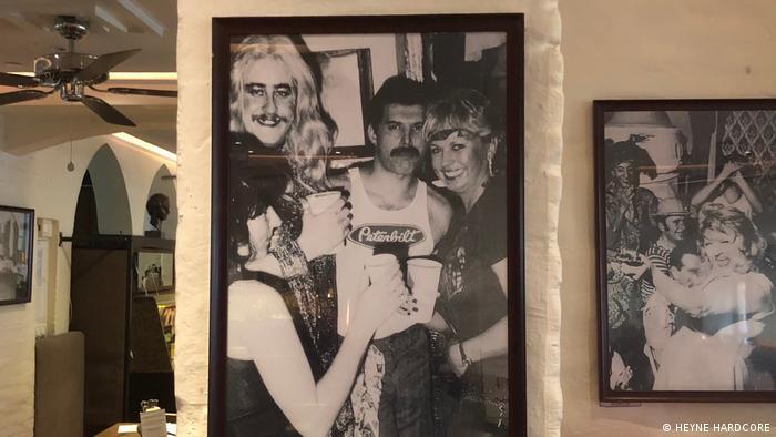 О Фредди Меркьюри сегодня напоминают фотографии в его любимых барах в Мюнхене