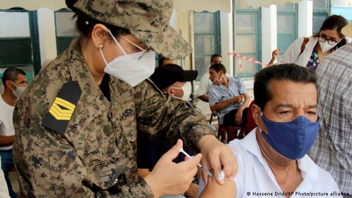 ارتفعت شعبية الجيش التونسي عقب انضمامه إلى مكافحة وباء كورونا.