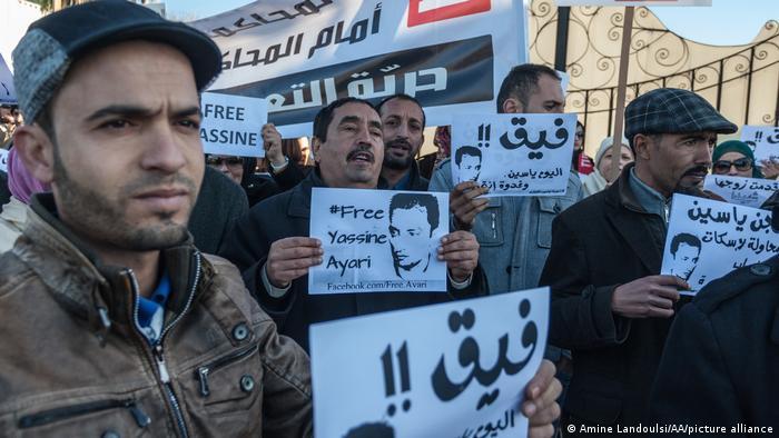 في عام 2015، حكمت محكمة عسكرية تونسية على المدون والنائب المعتقل حاليا ياسين العياري بالسجن عاما لانتقاده الجيش.