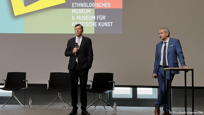 Hartmut Dorgerloh and Hermann Parzinger at a press conference for the Ethonologisches Museum & Museum für Asiatische Kunst.