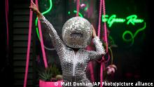 20.09.2021 A dancer wearing a disco ball head performs by the The Green Room show garden at the RHS (Royal Horticultural Society) Chelsea Flower Show in London, Monday, Sept. 20, 2021. World-renowned and quintessentially British, the annual show is a celebration of horticultural excellence and innovation. The show which usually takes place every May was delayed until September this year due the Coronavirus pandemic. (AP Photo/Matt Dunham)