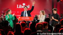 21.09.2021 Canada's Liberal Prime Minister Justin Trudeau, accompanied by his wife Sophie Gregoire and his children Ella-Grace and Xavier, waves to supporters during the Liberal election night party in Montreal, Quebec, Canada, September 21, 2021. REUTERS/Carlos Osorio