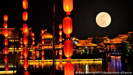 China Taierzhuang   Supermond im April in der Shandong Provinz