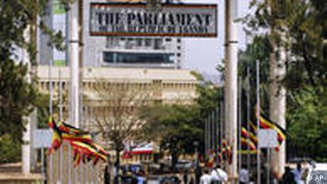 WM Anschlag Uganda Parlament Flaggen Halbmast Terrorismus