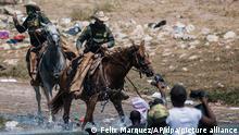 19.9.2021, Ciudad Acunda****Beamte der US-Zoll- und Grenzschutzbehörde versuchen, die meisten Migranten bei der Überquerung des Rio Grande von Ciudad Acuna nach Del Rio, Texas aufzuhalten. Tausende von haitianischen Migranten sind in Del Rio, Texas, angekommen, während die Behörden versuchen, die Grenze zu schließen, um den Migrantenstrom zu stoppen. +++ dpa-Bildfunk +++