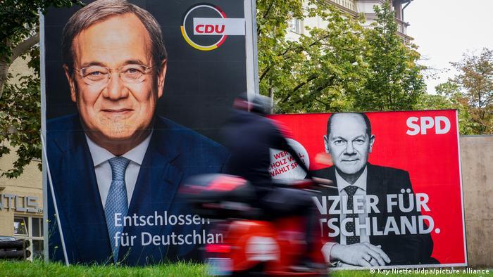 Предвыборные плакаты двух основных кандидатов на пост канцлера - Армина Лашета и Олафа Шольца