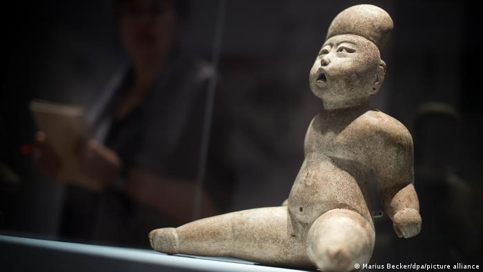Figura de un niño de la cultura olmeca (1400-1200 a.C.).