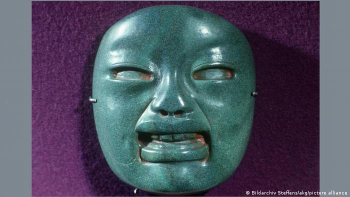 Máscara funeraria olmeca.