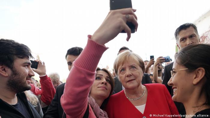 Kanselir Jerman Angela Merkel mendapat nilai tinggi dalam survei kepercayaan global yang dilakukan oleh Pew Research Center
