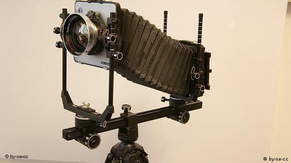نمونهای از یک دوربین قطع بزرگ