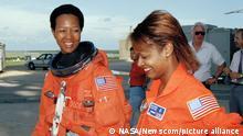 अश्वेत महिला अंतरिक्ष यात्री: एक विशिष्ट वर्ग में अल्पसंख्यक