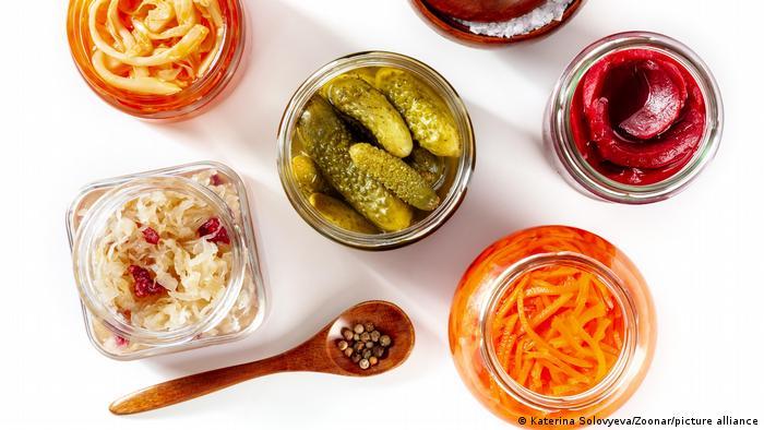 Ensayos clínicos anteriores ya han demostrado que ciertos tipos de bacterias presentes en los probióticos ayudan a perder peso. Pero esos estudios solo midieron un par de tipos de bacterias utilizadas en los probióticos.