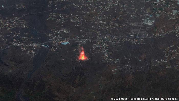 Satellite image showing a plume of red from the Cumbre Vieja volcano