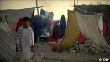 Bildbeschreibung: A boy and other displaced Afghans in a tent camp outside Mazar-i-Sharif, Afghanistan.