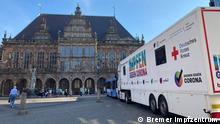 Bremer Rathaus mit dem Bremer Impfmobil. Copyright: Bremer Impfzentrum.