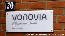 Aufschrift Vonovia an einer Wohnanlage in Eckernfoerde . Der Immobilienkonzern zaehlt zu den groessten der Branche in Deutschland. Foto:Winfried Rothermel