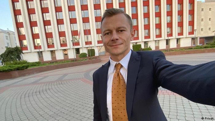 Селфи на фоне МИД: Павел Слюнькин cообщил о своем увольнении в Facebook