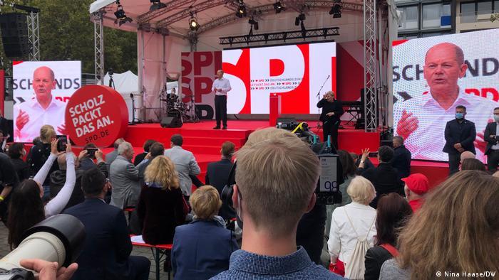 Olaf Scholz em ato de campanha em Colônia