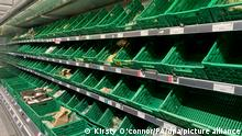 13/09/2021 Leere Regale in einem Co-op-Supermarkt in Battersea, Südlondon. Höhere Gasrechnungen und weniger Lebensmittel: Hunderttausenden Verbrauchern in Großbritannien droht ein teurer, schwieriger Winter. (zu dpa-KORR.: Teures Gas, weniger Essen: Briten fürchten «Winter des Leidens») +++ dpa-Bildfunk +++
