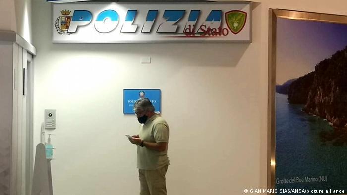 In der Polizeistation am Flughafen von Alghero auf Sardinien war Carles Puigdemont zuerst festgehalten worden