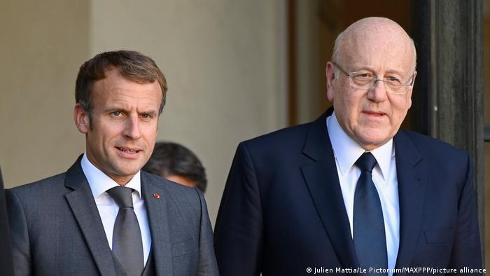 امانوئل مکرون (چپ)، رئیس جمهوری فرانسه و نجیب میقاتی، نخستوزیر لبنان، پاریس ۲۴ سپتامبر ۲۰۲۱