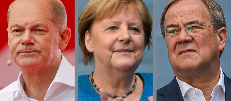 مرشح التحالف المسيحي للمستشارية أرمين لاشيت (على اليمين) والمستشارة الألمانية أنغيلا ميركل والمرشح الاشتراكي للمستشارية أولاف شولتس
