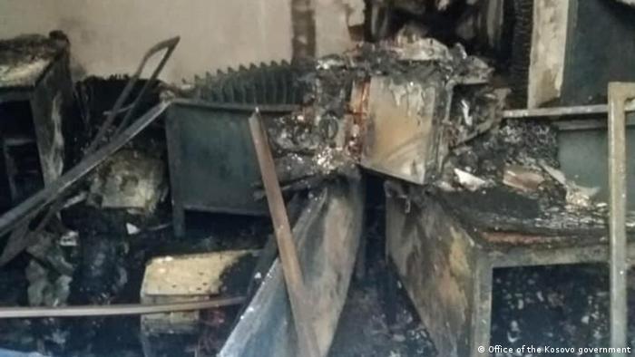 Eine Kfz-Zulassungsstelle im Norden des Kosovo wurde durch einen Brandanschlag zerstört