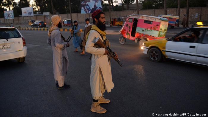 ایست بازرسی طالبان در شهر هرات