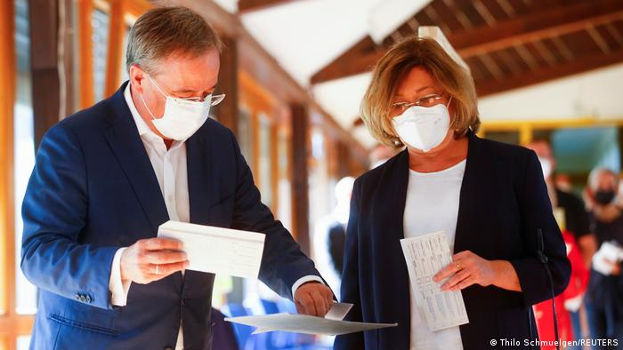 Armin Laschet and his wife Susanne cast their vote in Aachen
