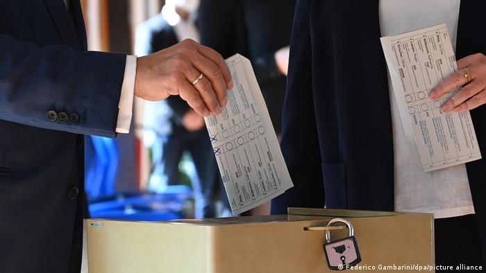 Laschets Stimmzettel mit den gut sichtbaren Kreuzen: Beide Stimmen für die CDU