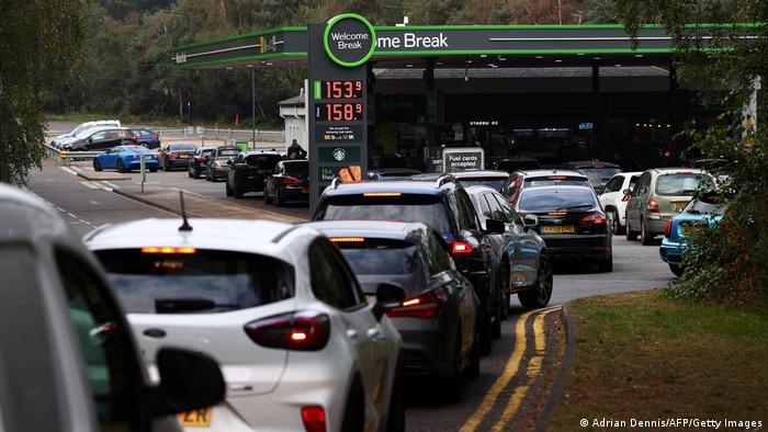 Через брак палива у Великобританії біля заправок утворилися черги