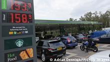 Großbritanien I Stau an Tankstelle