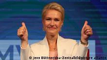 26.09.2021 Manuela Schwesig (SPD), Ministerpräsidentin von Mecklenburg-Vorpommern und Spitzenkandidatin der SPD für die Landtagswahlen in Mecklenburg-Vorpommern, jubelt bei der Wahlparty der SPD im Brinkamas. +++ dpa-Bildfunk +++