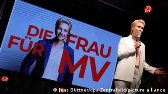Мануэла Швезиг празднует победу на выборах в Мекленбурге - Передней Померании