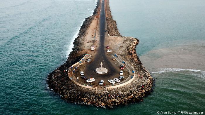 Nalazi se na krajnjem jugoistoku savezne države Tamil Nadu u Indiji, na ostrvu Pamban. Kao prst uperen prema susednom velikom ostrvu i državi - Šri Lanki.