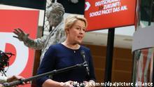 27.09.2021, Berlin - Franziska Giffey, Spitzenkandidatin der Berliner SPD für das Amt der Regierenden Bürgermeisterin, gibt am Tag nach der Wahl in der SPD-Parteizentrale im Willy Brandt Haus ein Interview.