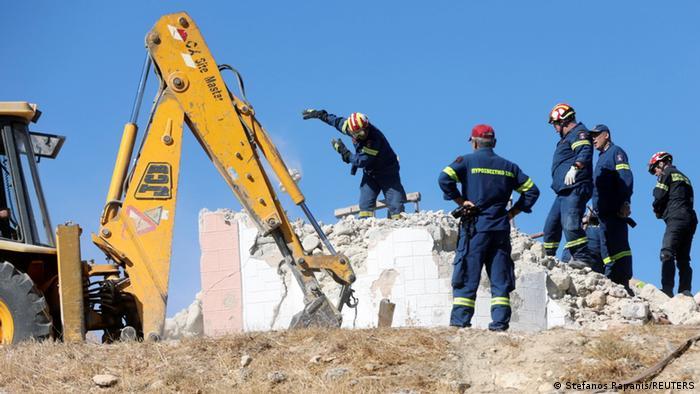 Рятувальники шукають людей на руїнах церкви на Криті