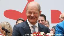 27.09.2021, Am Tag nach der Bundestagswahl steht Olaf Scholz, Kanzlerkandidat der SPD, auf der Bühne im Willy Brandt Haus.