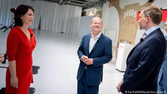 Yeşiller Eş Başkanı Annalena Baerbock, SPD başbakan adayı Olaf Scholz ve FDP lideri Christian Lindner