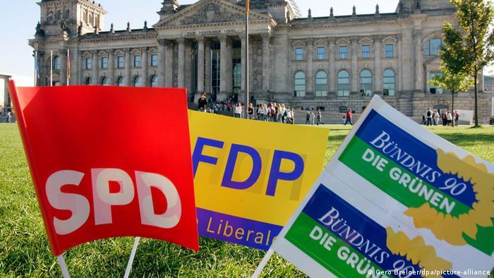 El SPD llama a Los Verdes y el FDP a negociar, pero los liberales aún esperan una definición de los conservadores.