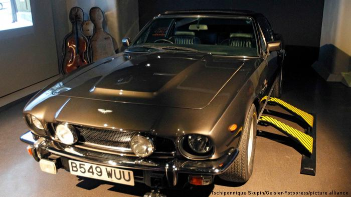 Искры из глаз (1987): Aston Martin V8 Volante