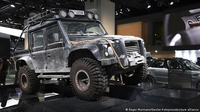 K007: Координаты Скайфолл (2012): Land Rover Defender