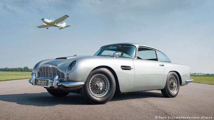 Шаровая молния (1965): Aston Martin DB5