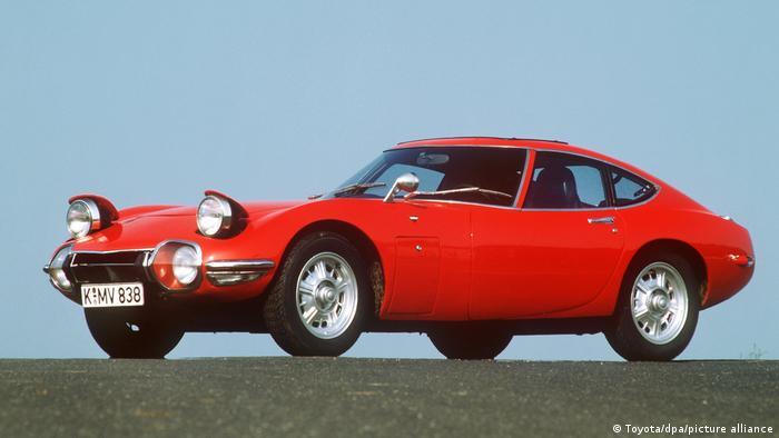 Живешь только дважды (1967): Toyota 2000 GT